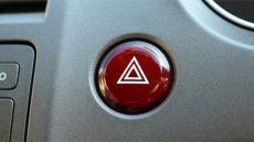 運転手の粋な心遣いに称賛の声 前方のトラックが突然のハザード、その意味とは?